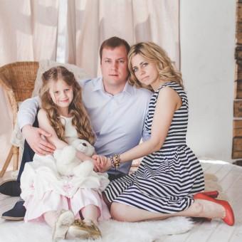 Анна и Артем с дочкой Лизой